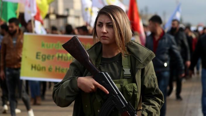 Syrien: Die kurdisch dominierten Syrischen Demokratischen Kräfte ziehen sich offenbar aus Manbidsch zurück.