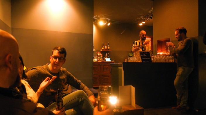 """Easy Tiger: Entspanntes Bier unter Freunden in der neuen Bar """"EasyTiger""""."""