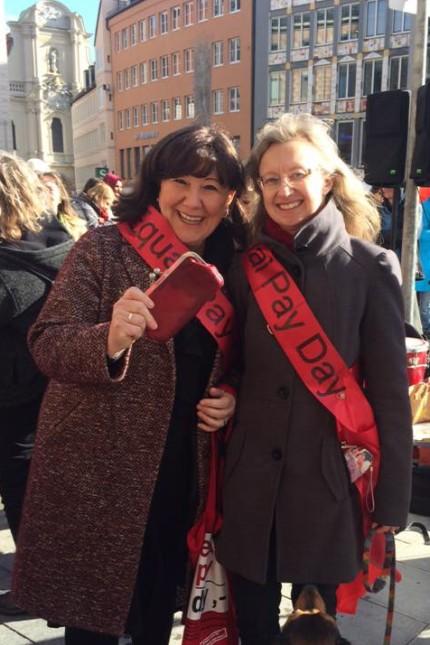 Bettina Messinger (rechts, mit Petra Reiter) von der SPD.