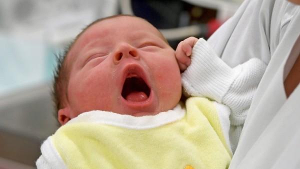 Baby in Klinik für Geburtshilfe