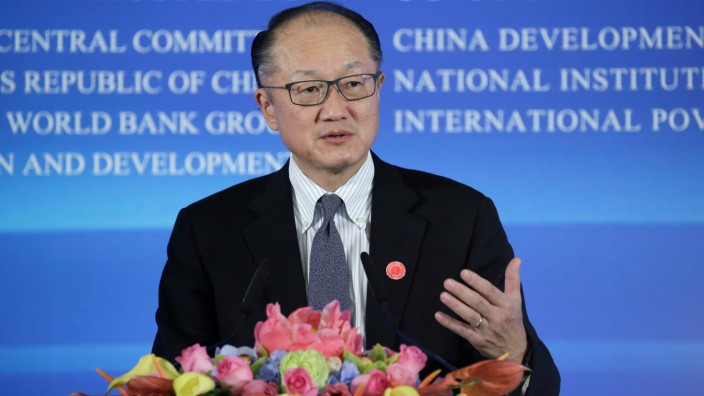World Bank President Jim Yong Kim speaks at the International Forum on Reform and Opening up and Poverty Reduction at Diaoyutai State Guesthouse in Beijing