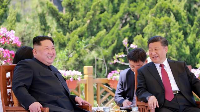 Kim Jong-un und Chinas Präsident Xi Jinping 2018