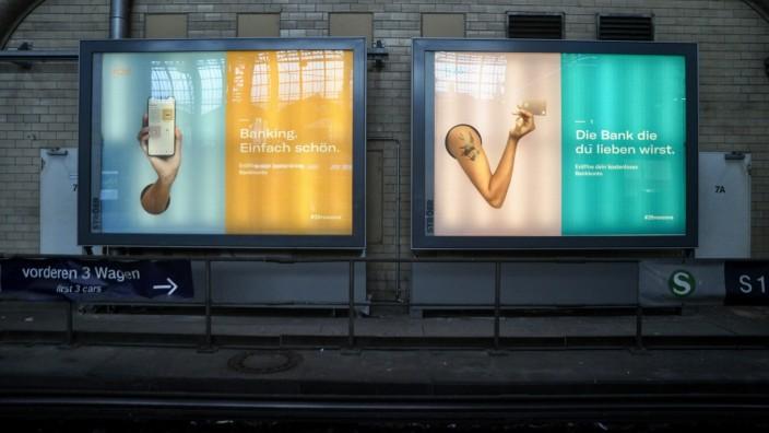 Digitalbank: Für Werbung gibt N26 viel Geld aus - dafür wird offenbar beim Kundenservice gespart.