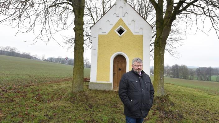 Andriching: Jeden Tag geht Franz Schönmoser zur Kapelle, um der toten Enkelin nah zu sein. Er ist überzeugt davon, dass sie ihm hilft, damit er nicht abstürzt. Das mögen manche für Spinnerei halten, aber er glaubt daran.