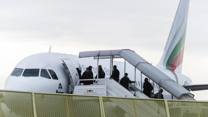 Abschiebeflug mit abgelehnten afghanischen Asylbewerbern