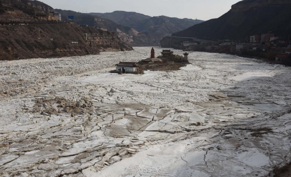 Gelber Fluss ist gefroren