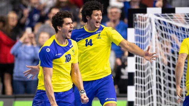 Handball-WM 2019 - Brasiliens Nationalspieler feiern den Sieg gegen Kroatien