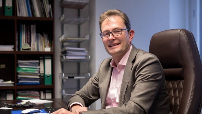 Professor Christoph Lütge in seinem Büro in der Marsstraße 40. Kooperation zwischen TU und Facebook, Lütge soll das neue Institut leiten.
