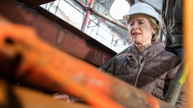 Anfang 2019 besuchte die damalige Bundesverteidigungsministerin Ursula von der Leyen die Gorch Fock