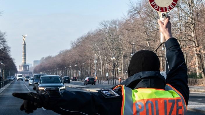 Berlin: Polizeikontrolle auf dem 17. Juni