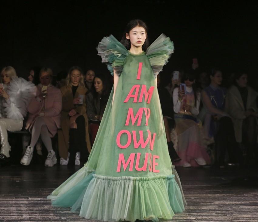 Viktor & Rolf : Runway - Paris Fashion Week - Haute Couture Spring Summer 2019