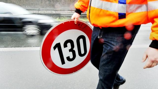 Verkehrsschild Tempo 130