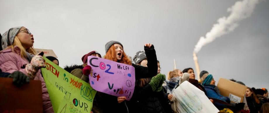 Klimawandel - Schüler protestieren 2019 vor dem Wirtschaftsministerium in Berlin
