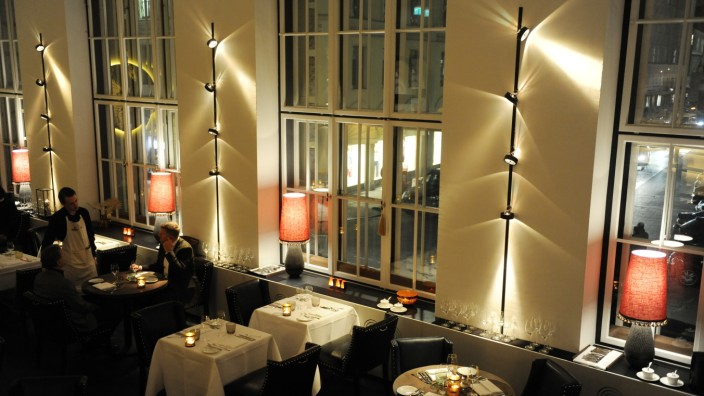 Restaurant Pageou: Stimmungsvoller Einblick ins Restaurant Pageou von Sterne-Koch Ali Güngörmüs in den Fünf Höfen.