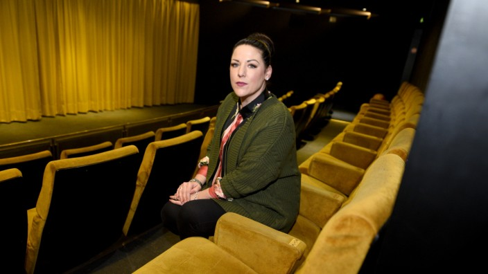 München heute: In vierter Generation betreibt Alexandra Gmell mit ihrem Vater das Gabriel Filmtheater - doch bald soll Schluss sein.
