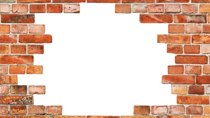 Architektur: Eine Backsteinmauer kann in ihrer Textur ornamental und großartig die Welt ausschließend sein.