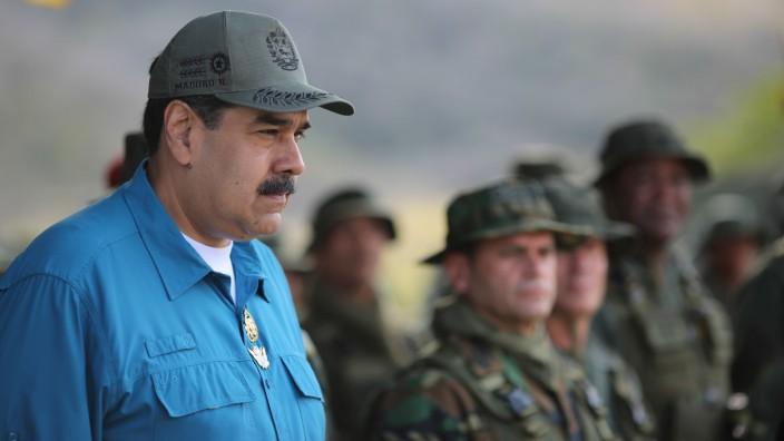 Venezuela - Präsident Nicolas Maduro bei einer Militärünbung in Turiamo