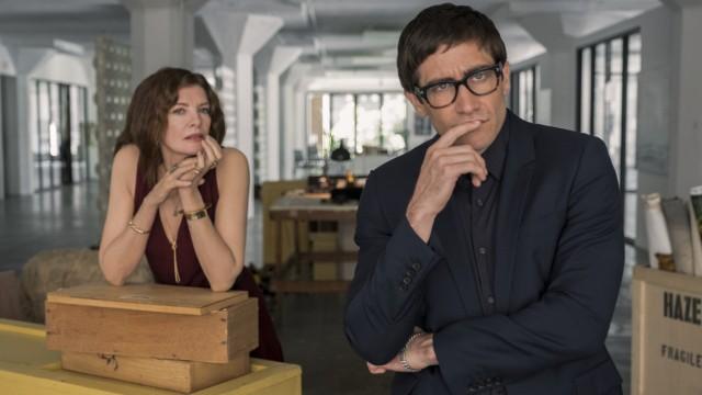 """Kino: Karikaturen der Kunstbranche und ihrer Experten: Rene Russo und Jake Gyllenhaal in """"Die Kunst des toten Mannes""""."""
