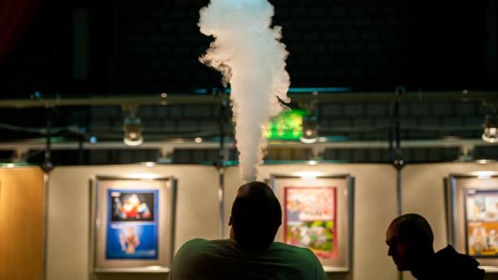 Leserdiskussion: In den USA sind Dutzende Menschen nach dem Konsum von E-Zigaretten an einem rätselhaften Lungenleiden erkrankt.