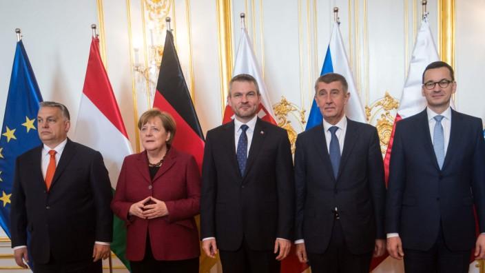 Visegrád-Staaten: Die Bundeskanzlerin mit den Regierungschefs von Ungarn, der Slowakei, Tschechien und Polen.