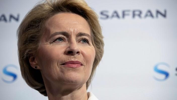 Affäre im Verteidigungsministerium: Unter Druck: Verteidigungsministerin Ursula von der Leyen