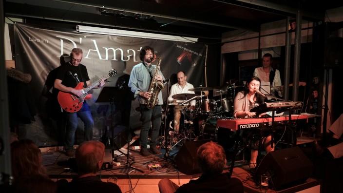 Facettenreiche Musikreise: Im Wolfratshauser D'Amato oder in einer Bar an der Copacabana? Die Zuhörer von Alexandra Fischer & Banda waren da gar nicht mehr so sicher.