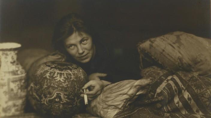 """Biografie: """"In Schwabing muss man gesehen werden"""", erinnerte sich die Fotografin Germaine Krull an die Bohème."""