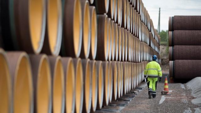Röhren liegen in Kotka, Finnland, bereit für die Nordstream 2.