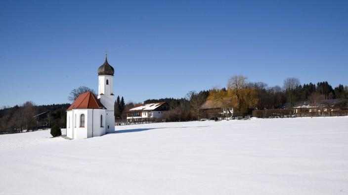 Neuer Hotel-Plan: In nahezu unberührter Natur liegt St. Johannisrain mit dem Kirchlein St. Johann Baptist. In dem beschaulichen Ortsteil von Penzberg könnten vier Ferien-Chalets entstehen.