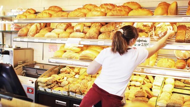 Bäckerei in Zwenkau mit Brot und Brötchen in der Auslage