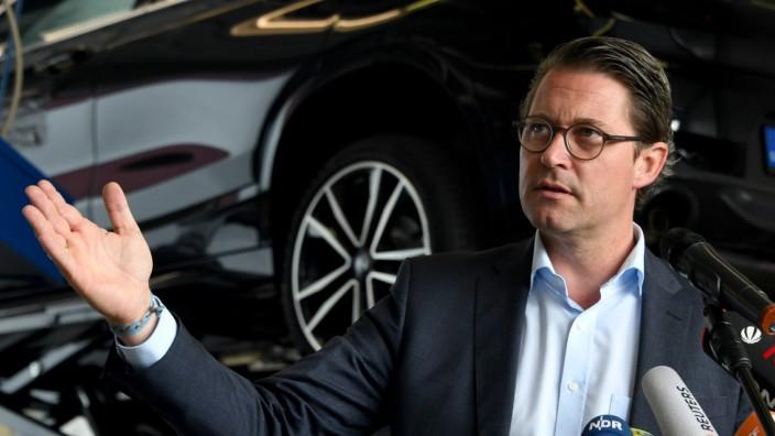 Bundesverkehrsminister Andreas Scheuer beim KBA