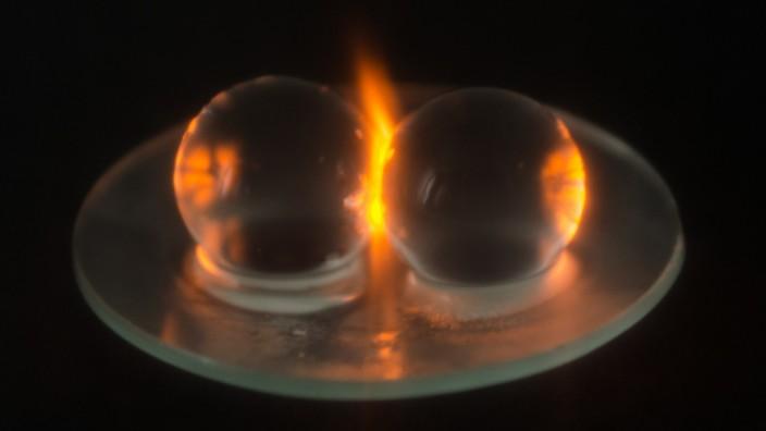 Hergestellung vom Plasma in der Mikrowelle