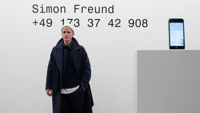 Kunstaktion: Auch wenn es nicht den Eindruck macht: Simon Freund ist Privatsphäre und Datenschutz wichtig.