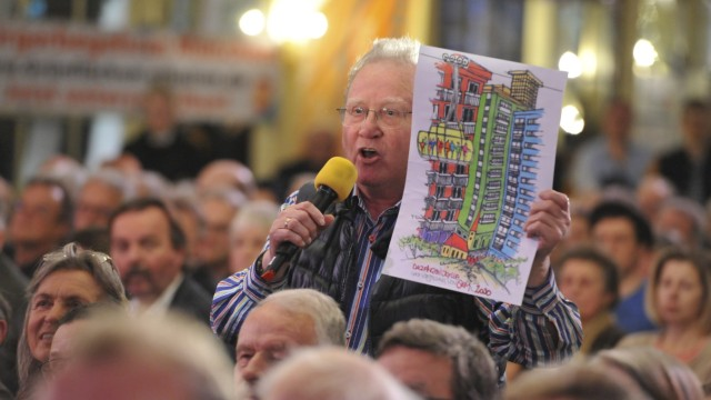 Bei einer Diskussionsveranstaltung zur SEM Nordost Ende Februar 2019 kritisieren viele Bürger die Pläne der Stadt München.