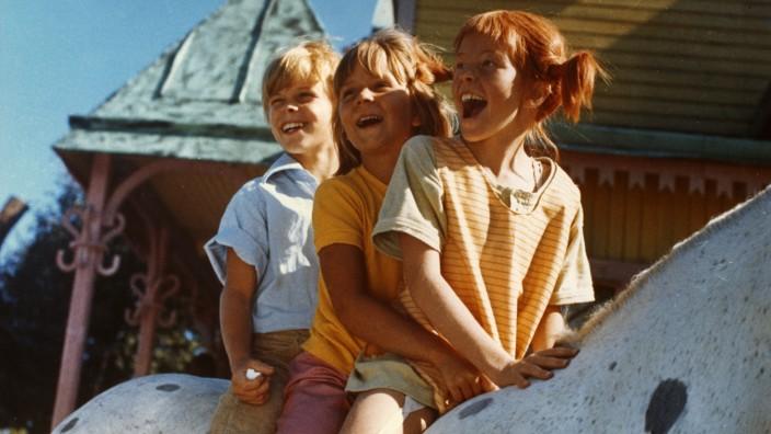 """Spendenaktion: Im Film """"Pippi in Taka-Tuka-Land"""" nimmt es Pippi Langstrumpf (rechts) zusammen mit ihren Freunden Annika und Tommy mit Seeräubern auf."""