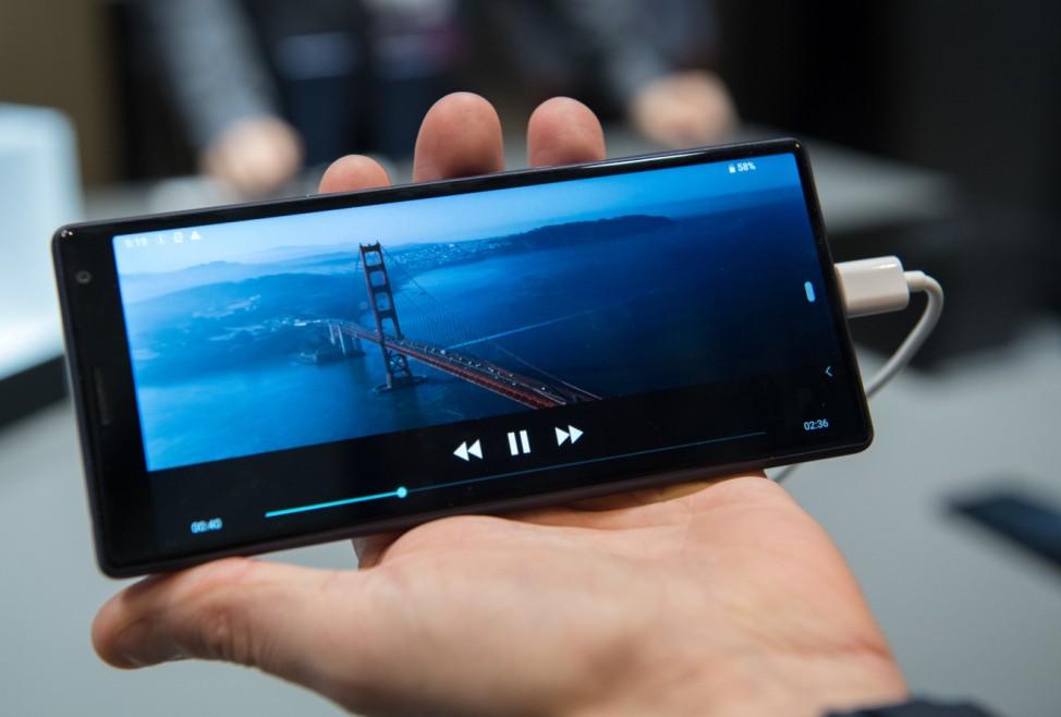 Smartphones machen die Biege: Die Mobilfunk-Trends 2019