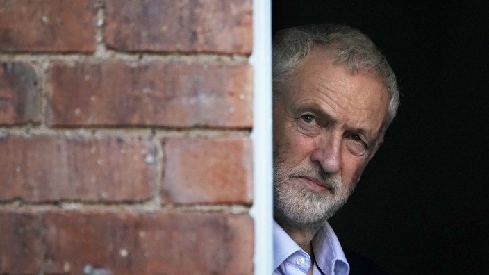 Labour-Chef Jeremy Corbyn 2019 in Beeston, England