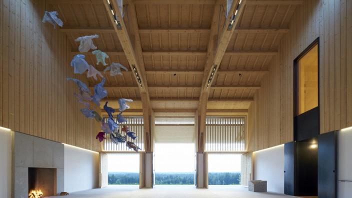 Auszeichnung: Das von Florian Nagler konzipierte Lange Haus in Karpfsee lädt zu Begegnungen mit Kunst und Natur ein und verbindet Tradition und Moderne. Nun wurde es vom Bund Deutscher Architekten ausgezeichnet.