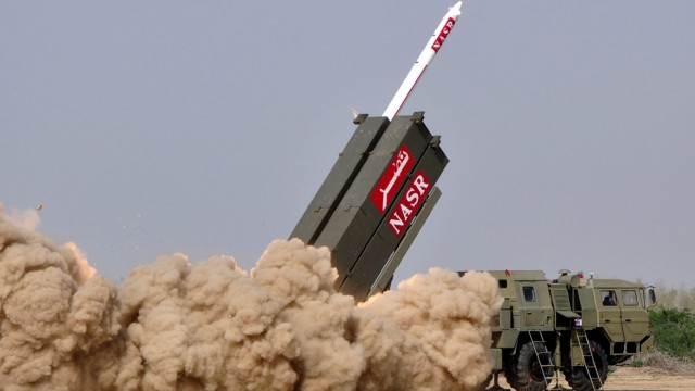 Pakistan test fires nuclear-capable missile