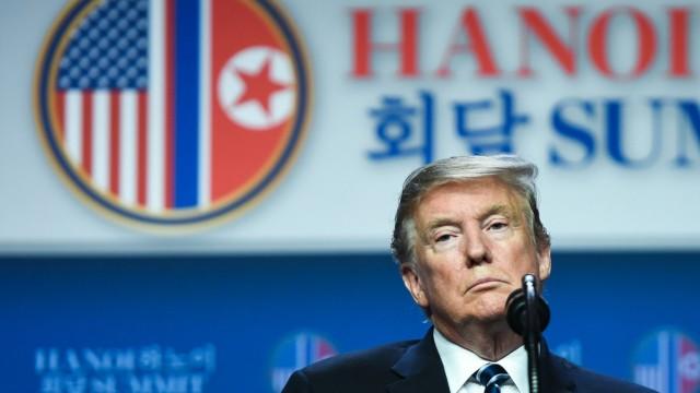 Donald Trump während des Gipfeltreffens mit Kim Jong-un 2019 in Vietnam