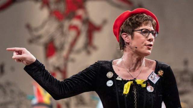 Annegret Kramp-Karrenbauer beim Narrengericht in Stockach