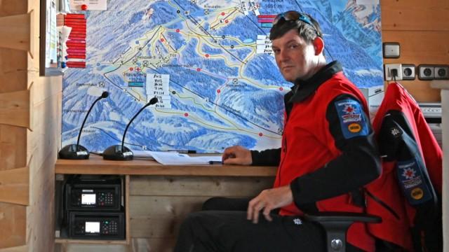 Hanjörg Krempl an seinem Schreibtisch