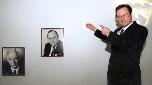 Klaus Kinkels Platz in der 'Ahnengalerie'