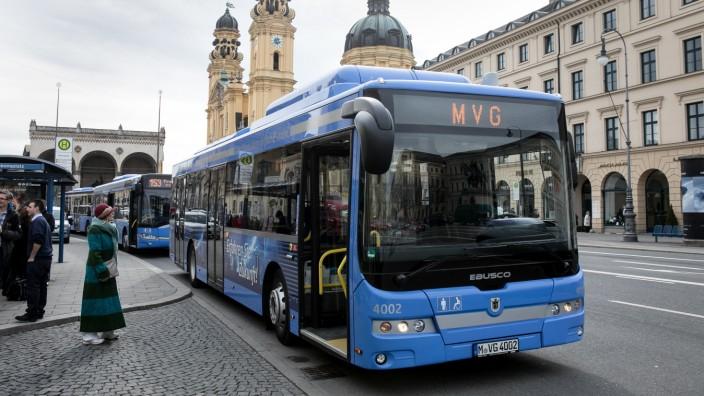 E-Bus, E-Busse, Bushaltestelle Odeonsplatz