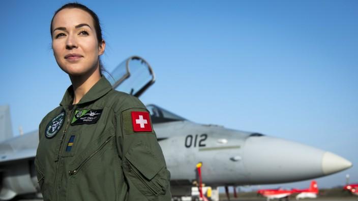 Erste Pilotin eines Kampfflugzeugs in der Schweiz