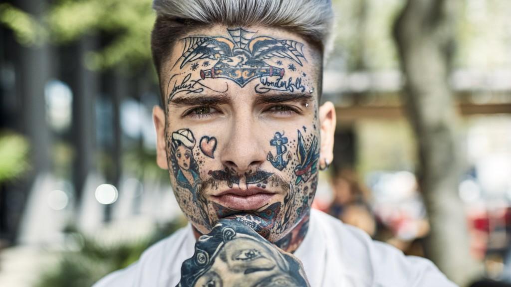 gesicht tattoo mann