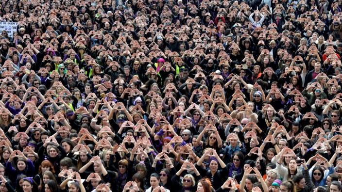 Frauentag - Demonstrantinnen protestieren 2018 für Frauenrechte in Bilbao