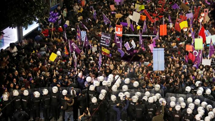 March marking International Women's Day in Istanbul