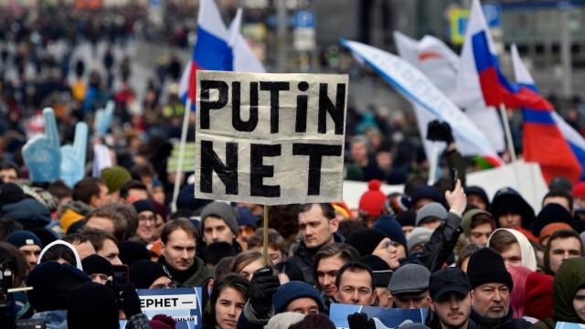 Russland - Proteste gegen ein neues Internetgesetz 2019 in Moskau