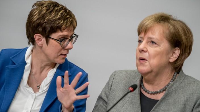Angela Merkel und Annegret Kramp-Karrenbauer